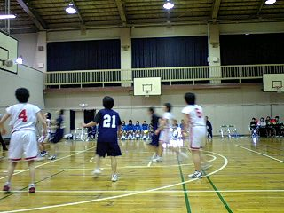 女子バスケットボール部のトレーナーズ活動を行っています。